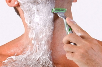 Manscaping with a Body Razor (Groomer)